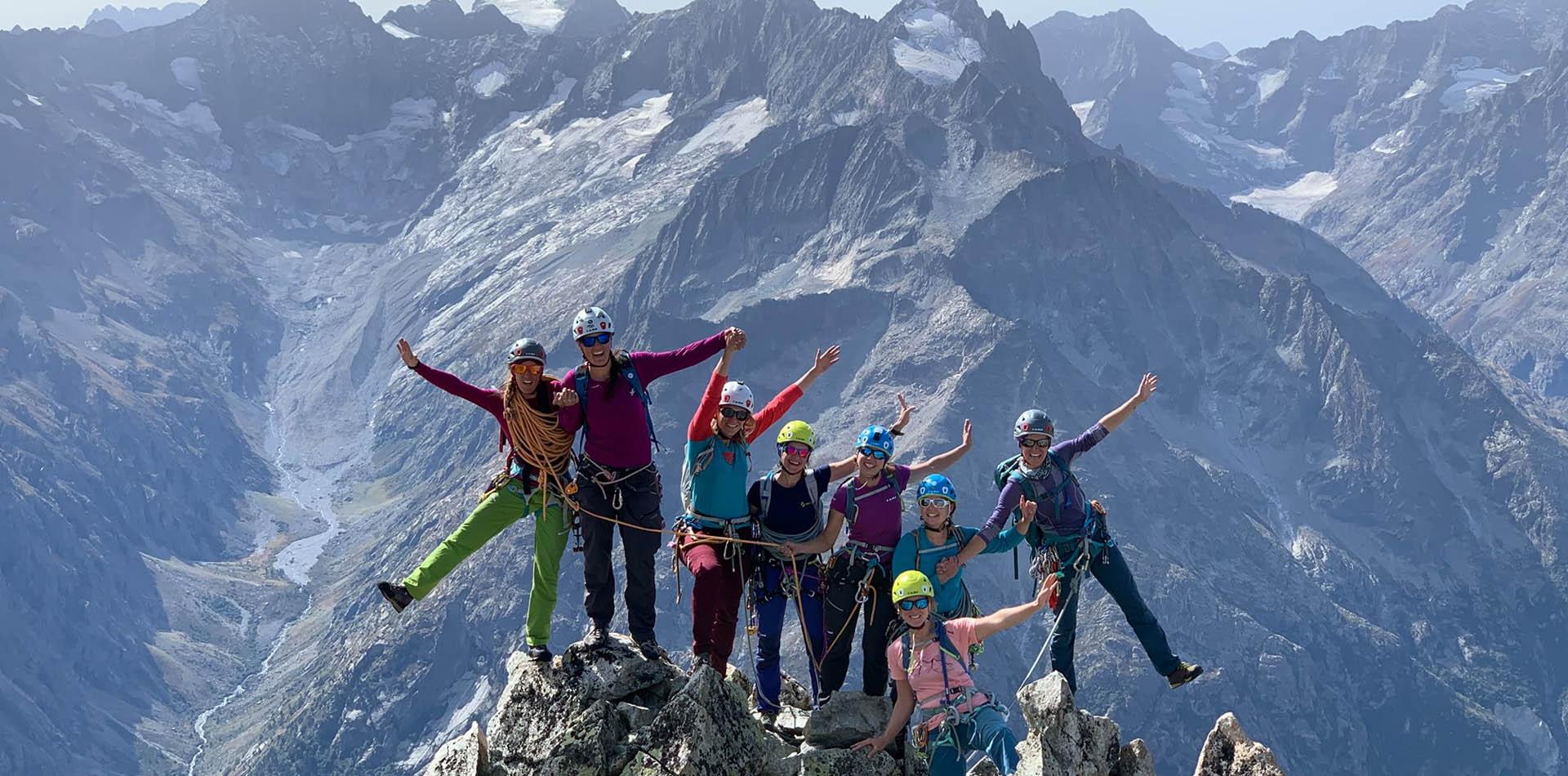Partez à l'aventure dans les montagnes ALPINISME