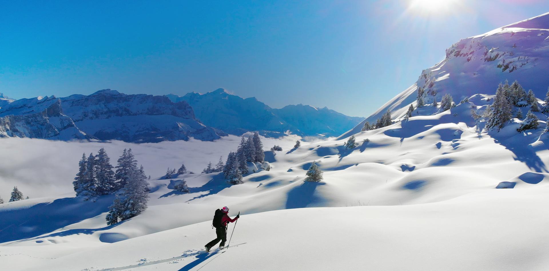 Partez à l'aventure dans les montagnes SKI DE RANDONNÉE